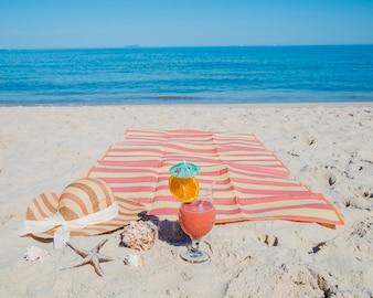 Cóctel en el lugar del salón en la playa