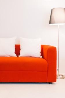 Cojines rojos amortiguador de interior modernas