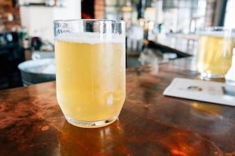 Vidrio frío de cerveza
