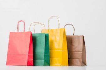 Colorido paquetes de papel de compras