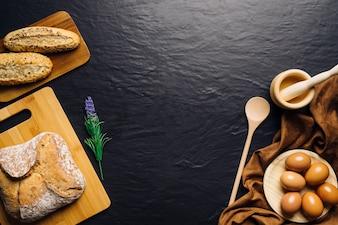 Composición de comida italiana con espacio en medio