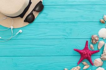 Composición de verano con artículos decorativos