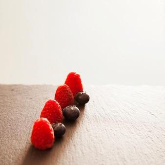 Composición luminosa de frutas