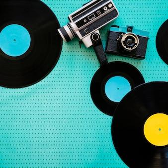 Concepto retro de música con video cámara