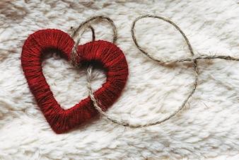 Corazón de tela con una cuerda