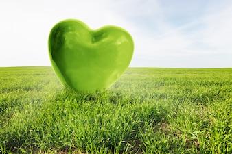 Corazón verde grande en un campo