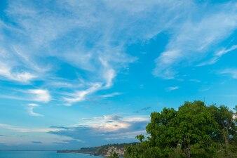 Costa del océano en Bali