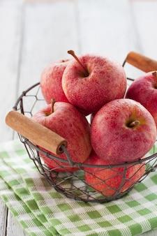 Cuenco con manzanas