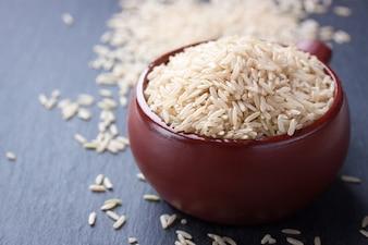 Cuenco de arroz sin cocinar