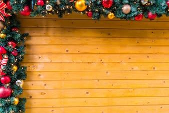 Cuerda navideña con bolas de navidad y motivos navideños