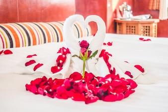 De lujo decoración en blanco dormitorio en suite