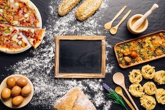 Decoración de comida italiana con pizarra