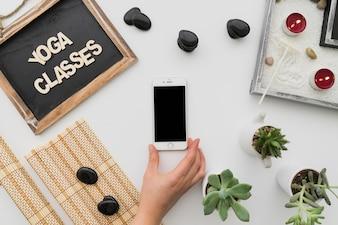 Decoración para clases de yoga con smartphone