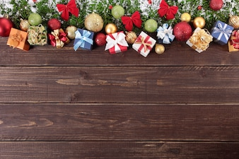 Decorados de navidad sobre la madera