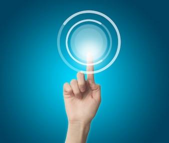 Dedo tocando un botón virtual