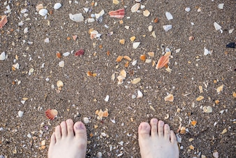 Dedos de pies en la playa