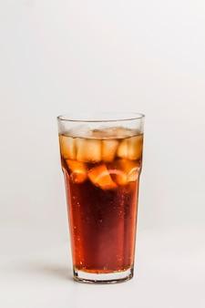 Delicioso refresco con hielo