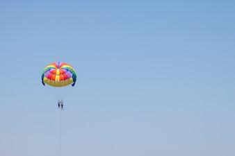 Deportes cielo azul actividad de verano parapente