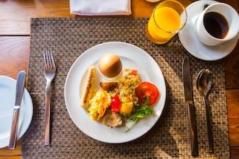 Detalle de la tortilla de huevo para el desayuno.