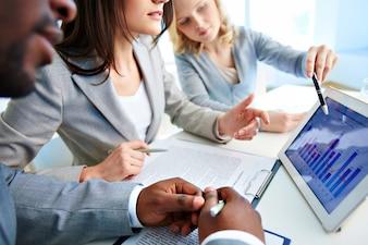 Diagramas con ejecutivos interactuando