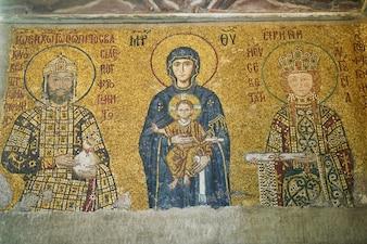 Dibujos en el techo de una iglesia