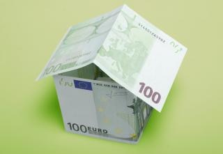 dinero en moneda casa