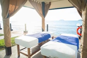 Dos camas con vistas al mar