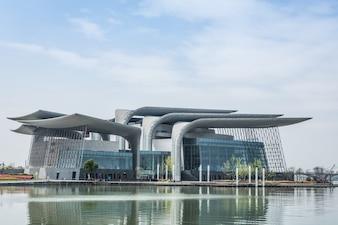 Edificio con diseño moderno