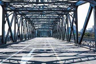 Edificio de turismo al aire libre antiguo puente