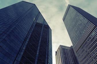 Edificios contra el cielo