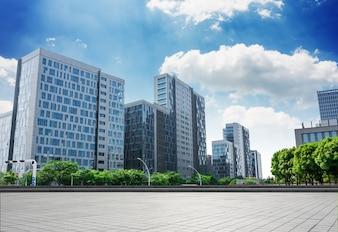 Edificios grandes de oficinas