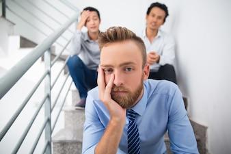 Ejecutivo crisis mirando corporativa empleado