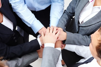 Ejecutivos trabajando como un equipo