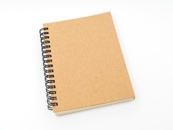 El cuaderno en blanco maqueta sobre fondo blanco.