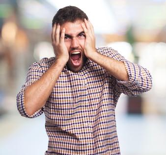 El grito de hombre frustrado
