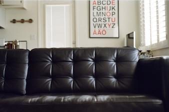 El sofá negro