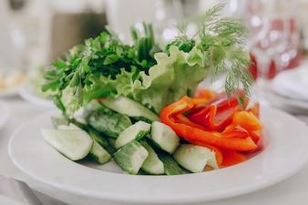 Ensalada con pimiento y pepino