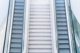 Escalera y escalera vacías