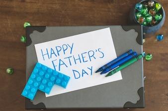 Escrito para el día del padre, mármoles y ladrillos de juguete