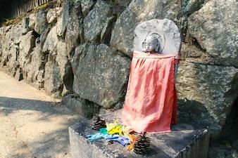 Escultura de piedra de buda