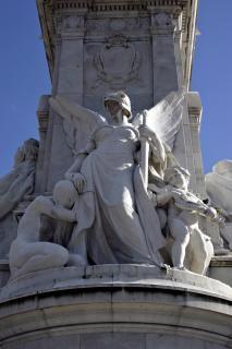 esculturas fuera del palacio de Buckingham, de la ciudad