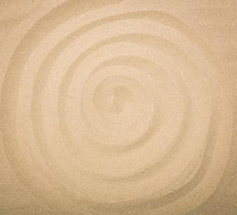 Espiral en la playa de arena
