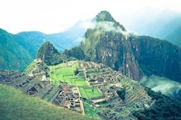 Estructuras antiguas en las montañas