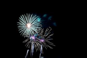Evento festivo luz saludo explotar
