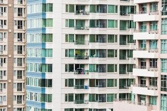 Fachadas de rascacielos en diferentes colores