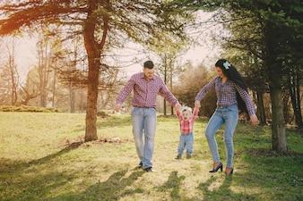 Familia en una madera