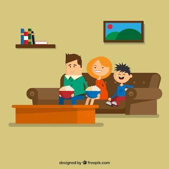 Familia que se sienta en el sofá