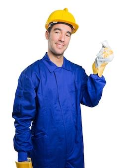 Feliz trabajador con gesto de dinero sobre fondo blanco