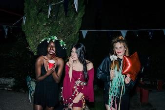 Fiesta nocturna al aire libre