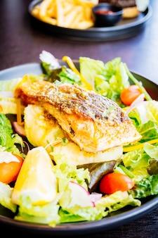 Filete de filete de carne de salmón
